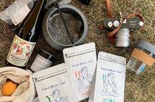 拎个Alkie Collection的嬉皮袋子,暖水壶手冲个咖啡,喝口德国葡萄汁,出个野差…