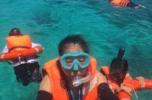 在马来西亚的第二天,去了美人岛潜水。美人岛离市区要坐一个多小时的海上快艇才到达美人岛。蓝蓝的天空,蔚