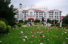 草原上的酒店