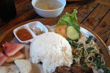 """品尝巴厘岛特色餐""""脏鸭餐"""",餐后游览餐厅外部花园!"""