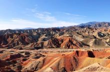张掖丹霞地貌其气势之磅礴、场面之壮观、造型之奇特、色彩之斑斓,大自然的鬼斧神工,令人惊叹。