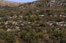 抱阳山景区位于满城区城西3公里处,属太行山东麓的余脉,抱阳山北峰为主峰,海拔316.5米,占地约8平