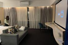 非常惊喜的酒店,房间干净卫生。洗发水很好用,超大瓶,细节做得很到位,拖鞋杯子毛巾都有封口起来,还配有