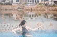 保利半山温泉:网红无边玻璃泡池