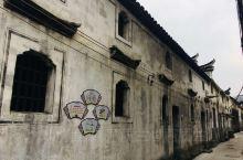 佛堂古镇位于义乌市区西南,明清以来,不计其数的船只在江上往来,佛堂的浮桥码头恰是最重要的停靠点。如今