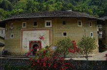 南江村土楼建筑群保护的很好,目前还有人在里面居住生活,是冬暖夏凉的好地方,感叹古人聪明才智,建筑风格