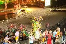 竞标点龙火,有游客以3888元拍下点火权,演出方所得款项资助贫困学生学费。