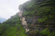 有很多喜欢香格里拉的旅友,始终流连于哈巴雪山,在山麓中度过的日子,参加户外徒步虎跳峡高线,在哈巴雪山