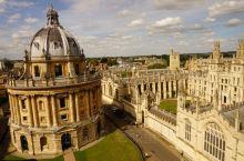 建于九世纪的牛津,城里塔式建筑很多又称塔域。牛津有着世界上最古志的学校,1096年就开始授课,至今将