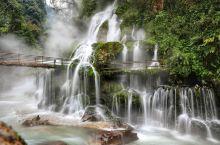 四川的森林瀑布温泉