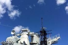 来看看历史吧,就算不喜欢历史看看军舰也好,天是多么的蓝啊,夏威夷真好!特别好,比世界上任何地方都好,