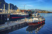 罗弗敦群岛位于挪威诺尔兰郡,是挪威北部的一个群岛,整个群岛都处在北极圈以内,气候严寒,风景如画,人烟