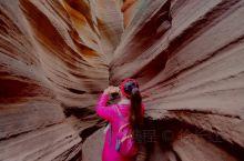 这里是一个位于陕西省延安市甘泉县雨岔村的峡谷,几亿万年前,陕北发生过强烈的地震,使其一座黄土大山分开