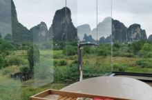 酒店可以租电动车沿河边游一圈,现在这个季节,田里有绿绿的水稻,一路都是水稻的青香味,感觉真的太好了。