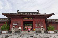 河北省赵县的洨河上,有一座世界闻名的石拱桥,叫安济桥,又叫赵州桥。它是隋朝的石匠李春设计并参加建造的