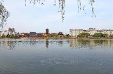 在建设新阜宁的热潮中,阜宁人在射阳河北岸,依河傍水,修建了射河北路,并建成了一个风景带。由于地理环境