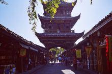 阆中古城,是千年古县,中国四大古城之一,底蕴深厚,有张飞庙、川北道贡院、红四方面军总政治部旧址、华光