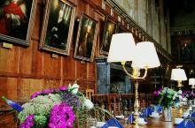 牛津基督教堂学院不止看点多,而且有许多可拍摄题材。校门口游客排起长队,买了票后会提供一张线路图,按规