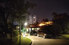 濠河风景区濠东绿苑的夜景非常漂亮