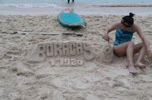 长滩岛(Boracay) 是菲律宾中部的一座岛屿 属于热带海洋气候 行政区划属西米沙鄢大区的阿克兰省