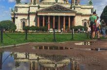 伊萨基辅大教堂,又称圣伊撒基耶夫大教堂,坐落在俄罗斯圣彼得堡市区,与梵蒂冈的圣彼得大教堂、伦敦的圣保