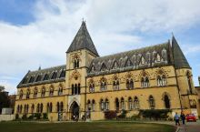 牛津大学自然史博物馆,是英国非常古老的一座自然历史博物馆,比伦敦的自然史博物馆还要早期,博物馆的外观