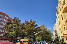 夏洛腾堡宫,其实是一个向公众开放的大花园,里面的面积非常大,但除了逛花园外,其实外面的夏洛腾堡宫街区