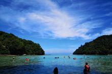 东姑阿都拉曼国家公园是性价比很高,很值得体验的东马海滨胜地,由多个小岛构成,船票很便宜,负责往返接送