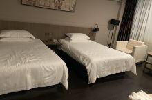 房间干净整洁,比预期的好,前台服务很贴心,下次还会选择这入住。性价比真的很高,推荐!