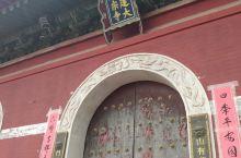 五台山的每一个寺庙都有它背后的故事,这个号称是青庙的十大寺庙之一。对于有信仰的人来说,来到哪一个寺庙