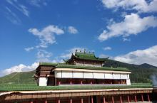 拉卜楞寺 蓝色的天,白白的云,衬托着圣洁的寺庙...