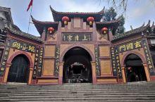 上清宫位于青城山第一峰、距峰顶约500米的半坡上,始建于晋代,现存殿宇建于清代同治年间(1862-1