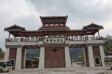 圣堂山风景区是国家级自然保护区,位于金秀县城西南面60公里处,主峰圣堂山顶海拔1979米。群峰长年掩