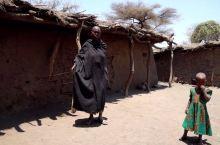 东非大裂谷的原始部落,他们传统制铁技术一直保存到现在