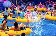 如果说白天的杭州浪浪浪水公园是欢乐的海洋,夜晚的这里更具特色和魅力。  杭州浪浪浪水公园除了各种水上