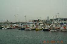 """""""冒烟的城市""""雷克雅未克老港口是一个悠哉悠哉走一走的好地方,沿着海湾感受规模不大人口十万的岛国首都繁"""