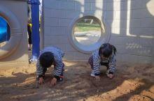章鱼兄妹在儿童公园