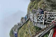 贵州必打卡|风雨中登顶梵净山