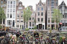 阿姆斯特丹的房子和自行车