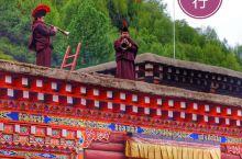 """喜乐的""""更庆寺""""在德格  一年又一年在甘南,滇藏和川西行,寺庙参观进得多了,喇嘛镜头入得多了,但仔细"""