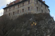 克鲁姆洛夫小镇的绝对制高点是克鲁姆洛夫城堡的彩绘塔,顾名思义,彩绘塔的塔身和整个城堡一样,都被充满浓