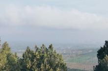 乾陵的山顶,不高,但周边风景也是尽收眼底,这个武则天的陵墓占地相当大,合并法门寺景区一起参观挺好的!