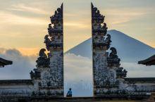 巴厘岛天空之门网红旅游打卡圣地! 这个是2019年6月份去的,真的远这个古建筑,坐车3小时排队3小时