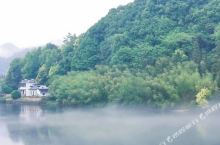 水墨汀溪,云雾缭绕犹如仙境。