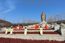 尼山圣境位于曲阜市东南25公里处,主要有孔子像、大学堂、尼山书院酒店等,是一个完整的儒家文化主题体验