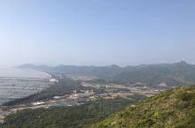 广东省江门市台山市广海镇横岗顶海龙湾风车山。山上一览大广海湾的山,海,天风光。上山超过90%是水泥路
