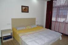 客房整洁宽敞明亮性价比较高,环境干净卫生舒适