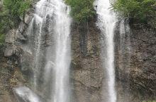 难得五一假期,和朋友一起出来玩玩。看到红河谷瀑布挺震撼的,虽然海拔不高,但是水流速度快,同时瀑布是从