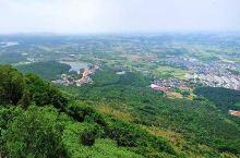 茅山江苏省八大风景名胜区之一,山势秀丽、林木葱郁,有九峰、二十六洞、十九泉之说,峰峦叠嶂的群山中,华