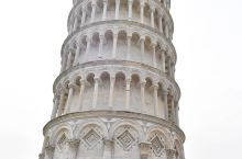 意大利比萨斜塔为什么斜而不倒?